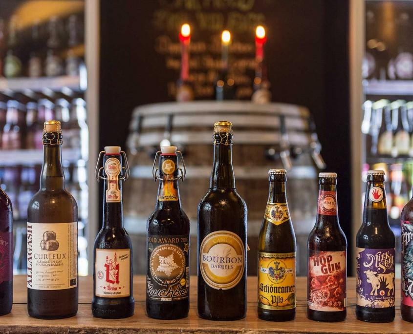 Ausgewählte Biere aus der ganzen Welt.