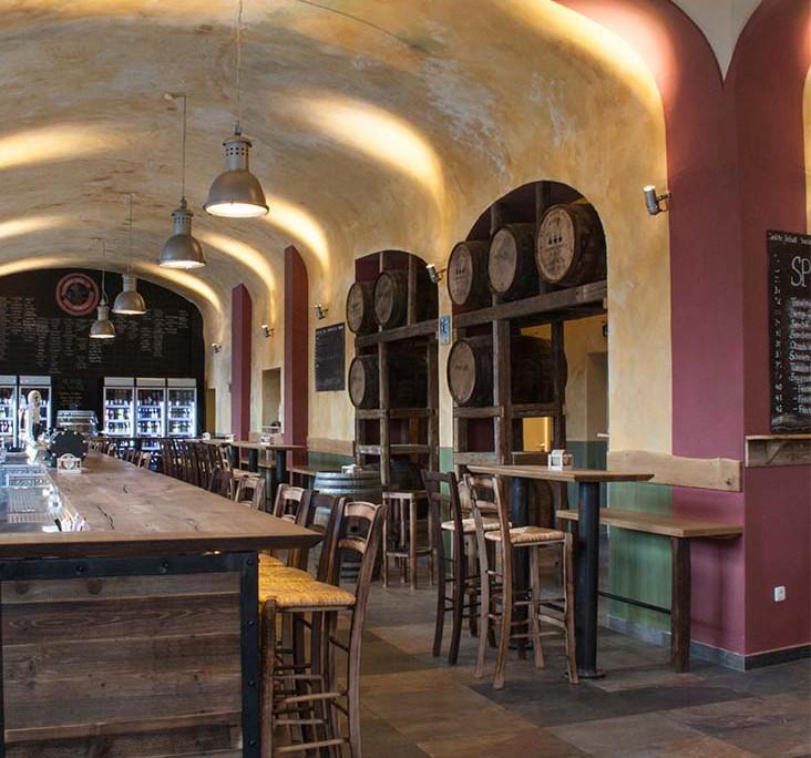 Tap-House München - Blick vom Eingang zur Bar.
